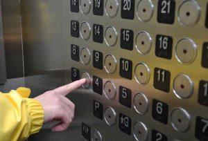 Застряли в лифте с ребенком – что делать?