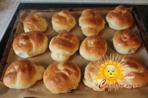 Вкусные домашние булочки с изюмом