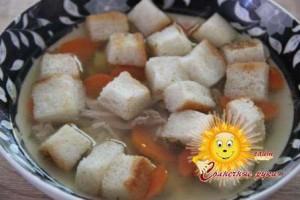 Гороховый суп с гренками