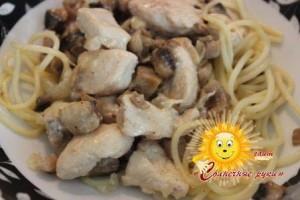 Курица с грибами в горшочке