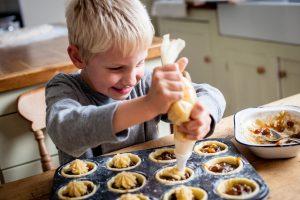 Как научить ребенка готовить? Или играем в маму.
