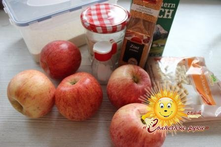 Манная каша с яблочным муссом и миндалем