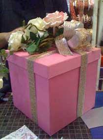 Оригинальное вручение подарков на свадьбе 99