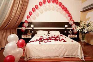 Какой подарок сделать на свадьбу: идеи лучших традиционных 30