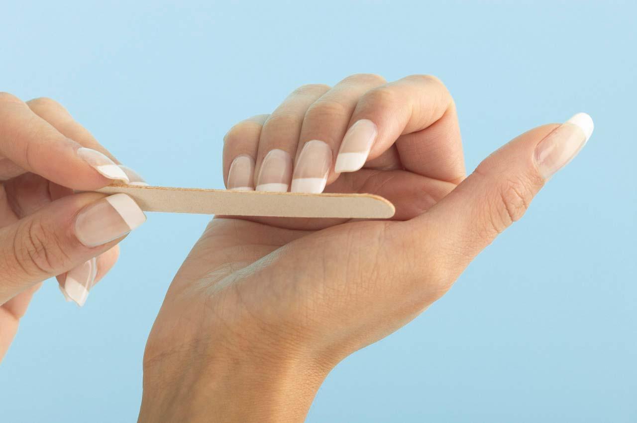 Как сделать маникюр в домашних условиях видео на маленькие ногти