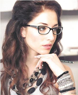 Фото девушек в очках для зрения брюнетки фото 1-407