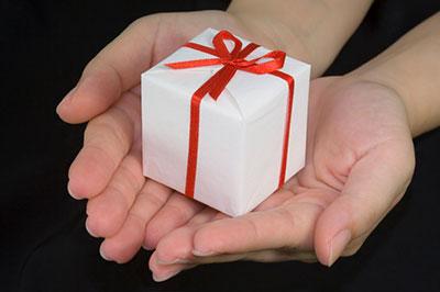 Подарки на 8 марта друзьям своими руками